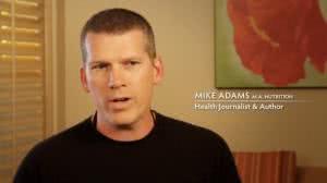 Mike Amdams - amerykański dziennikarz propagujący naturalną medycynę i kontrolujący działania koncernów farmaceutycznych.